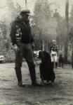 KSKK:n ja Uudenmaan kennelpiirin nuorisoleiri Kovelossa 1977; Rainer Porttinen ja rottweileruros Rutku. Taustalla Maurin tytäri Mervi Laakso.